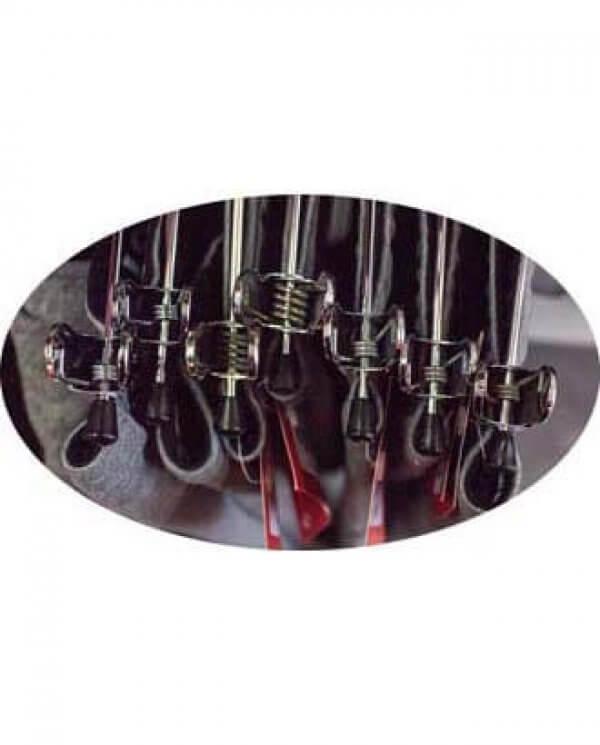 Nærbillede af klemmebøjle i metal i brug